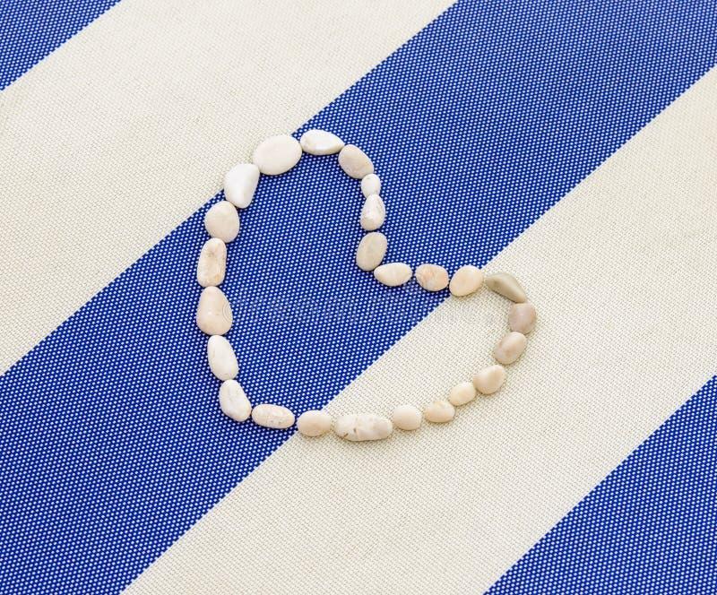 Corazón de piedras presentado imagen de archivo libre de regalías
