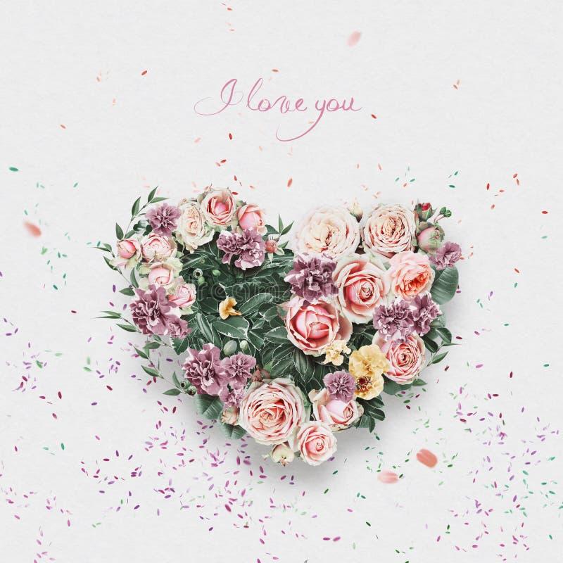 Corazón de rosas blandas el día de tarjetas del día de San Valentín del st fotos de archivo