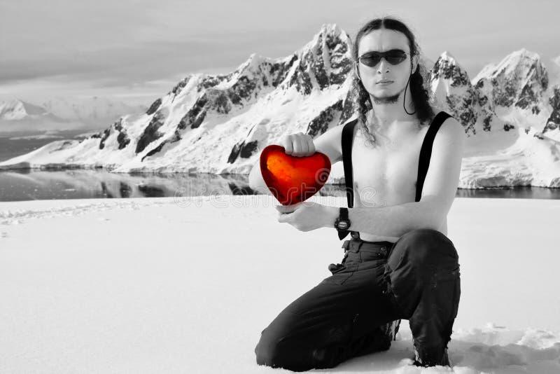 Corazón del hielo de la explotación agrícola del hombre imagen de archivo libre de regalías