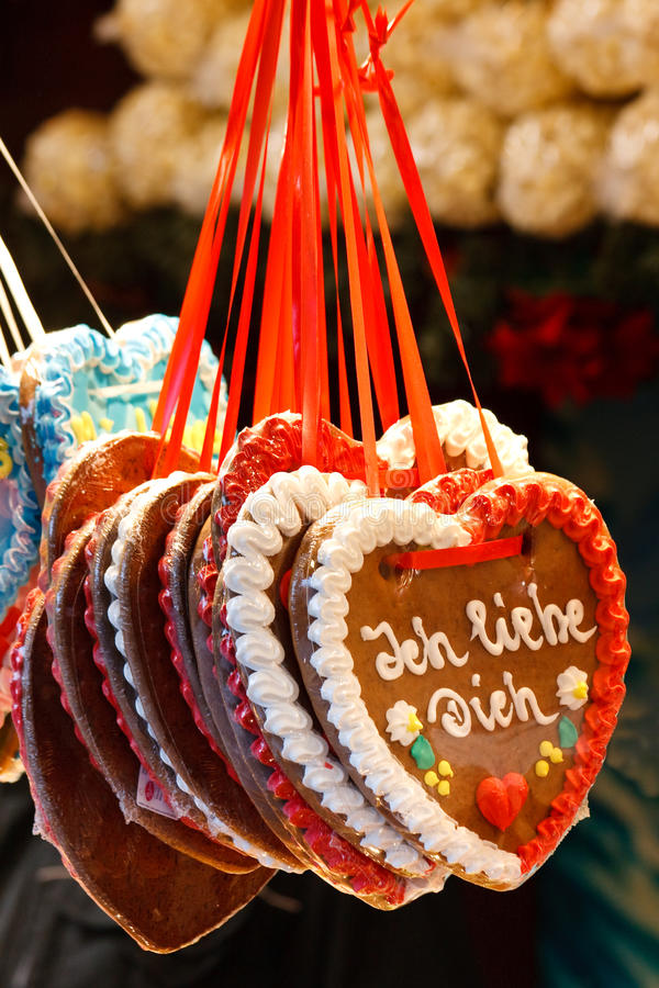 Corazón del pan de jengibre (Lebkuchenherz) ?te amo? foto de archivo