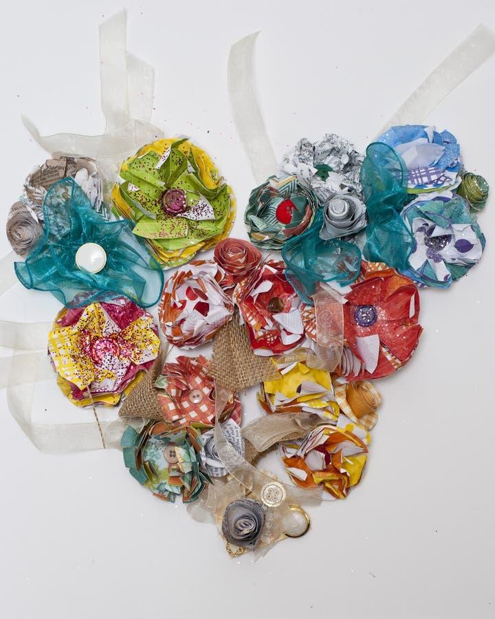Corazón del ramillete de la flor de papel imagenes de archivo
