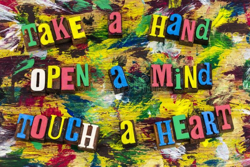 Corazón del tacto de la mente abierta de la mano de la toma imagen de archivo