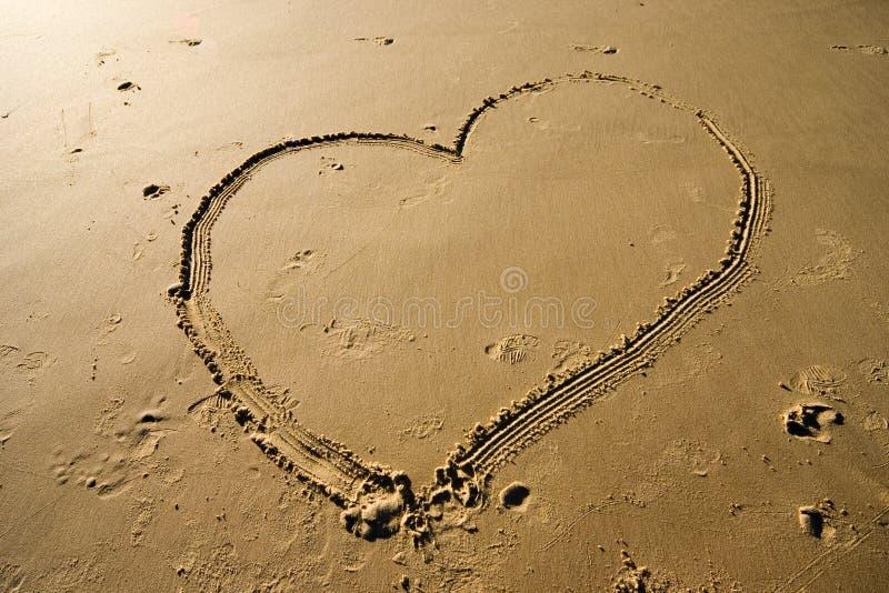 Download Corazón en la arena foto de archivo. Imagen de dedicación - 175084