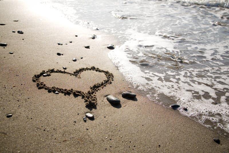 Corazón en la playa fotografía de archivo libre de regalías