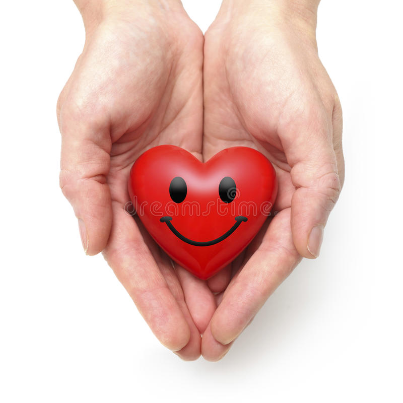 Corazón en las manos humanas foto de archivo