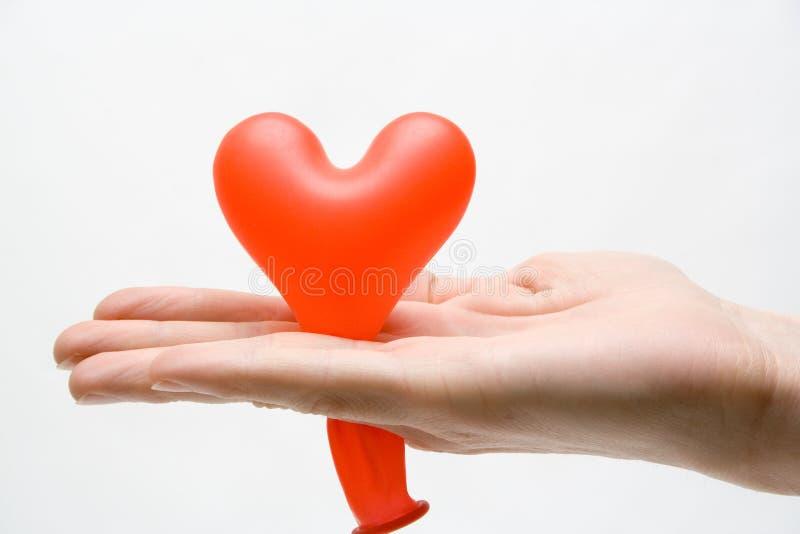 Corazón en regalo foto de archivo