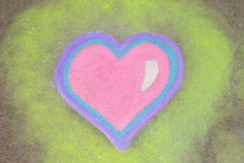 Corazón en tiza imagenes de archivo