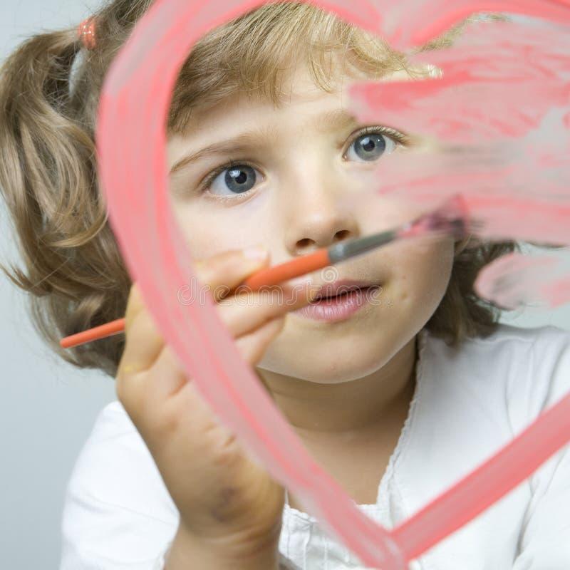 Corazón paiting de la niña imagen de archivo libre de regalías