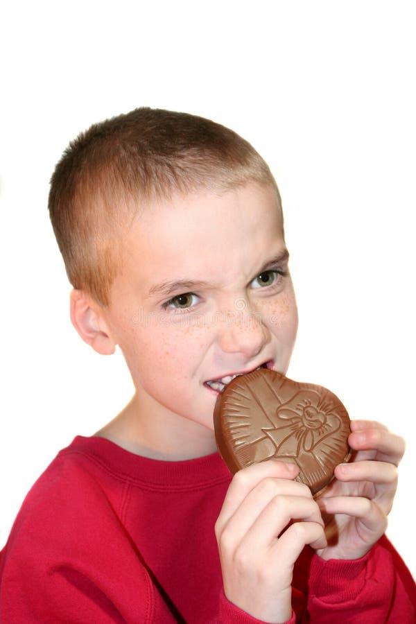 Corazón penetrante 1 del chocolate del muchacho intenso fotografía de archivo libre de regalías