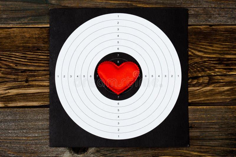 Corazón rojo en blanco que tira imágenes de archivo libres de regalías
