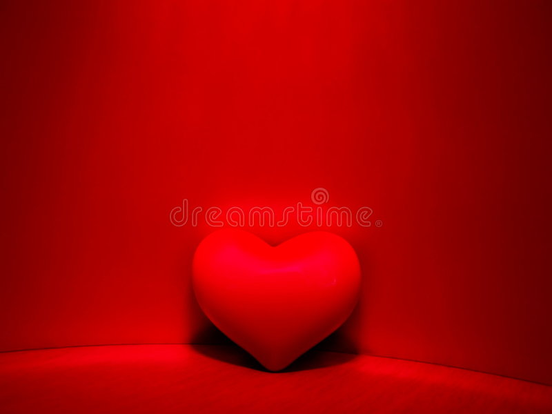 Corazón rojo romántico   foto de archivo libre de regalías