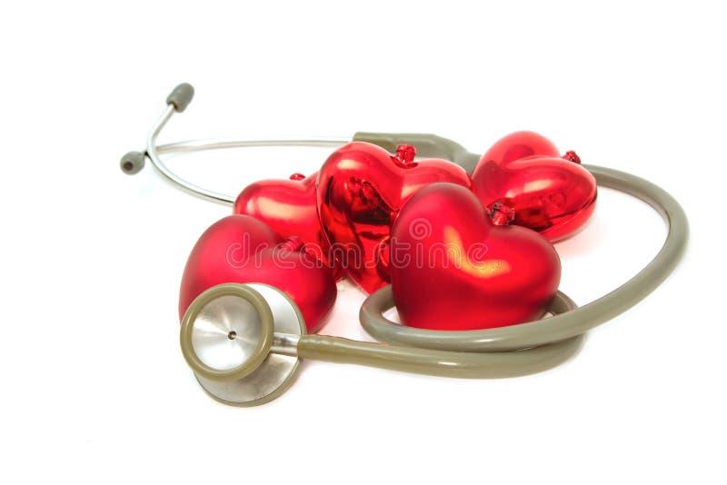 Corazón rojo y un estetoscopio fotografía de archivo libre de regalías
