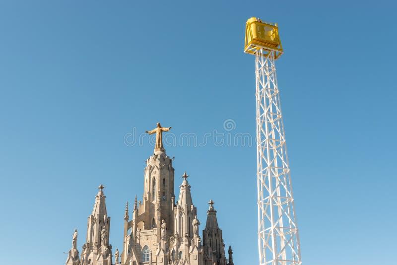 Corazón sagrado del templo de Jesús en el soporte Tibidabo en fondo del cielo azul, Barcelona, ‹España del †del ‹del †fotos de archivo