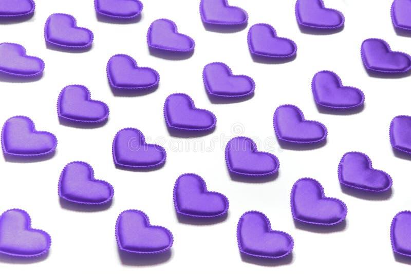 Corazón verde estilizado de la ilustración del vector Corazones violetas en blanco isométrico fotografía de archivo