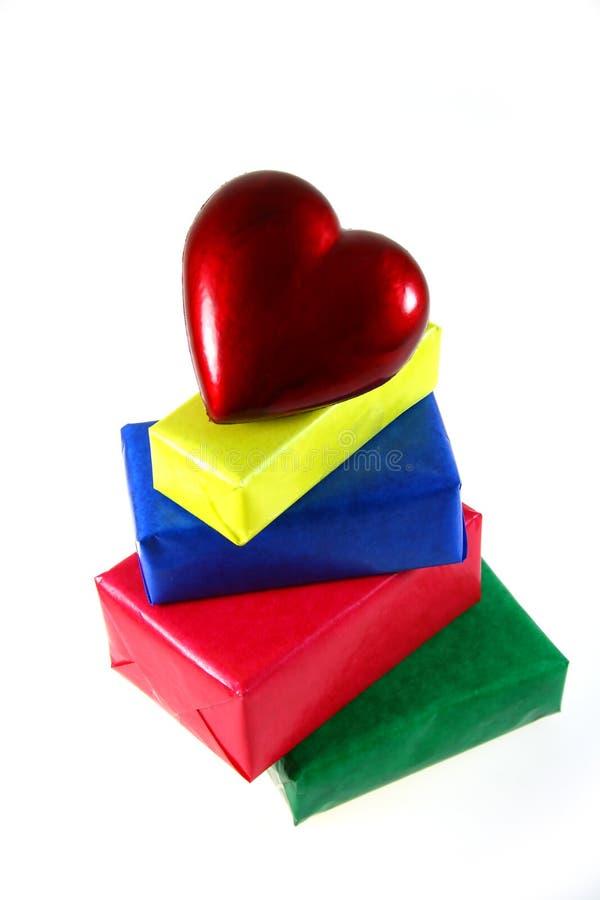 Corazón y regalos imagen de archivo libre de regalías