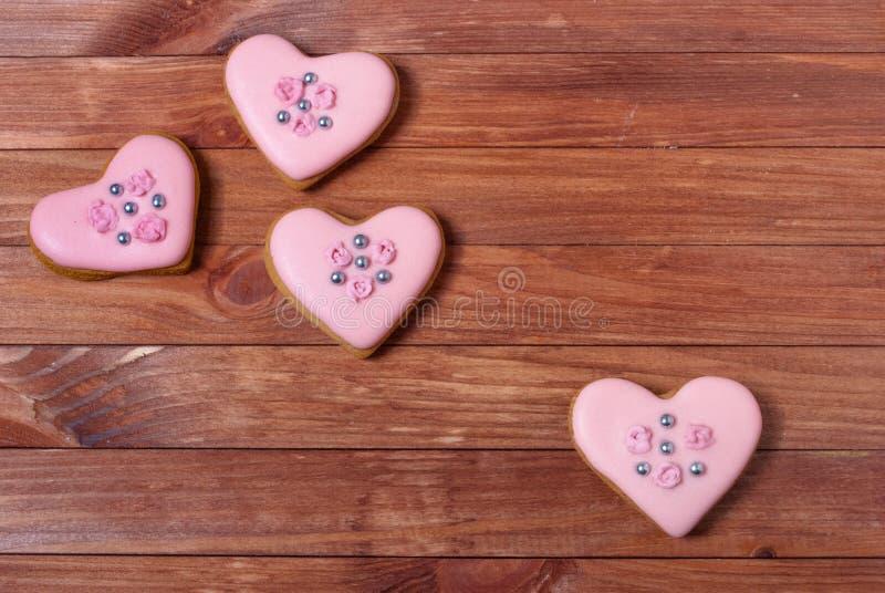 Corazones de las galletas del pan de jengibre de Rose fotos de archivo libres de regalías