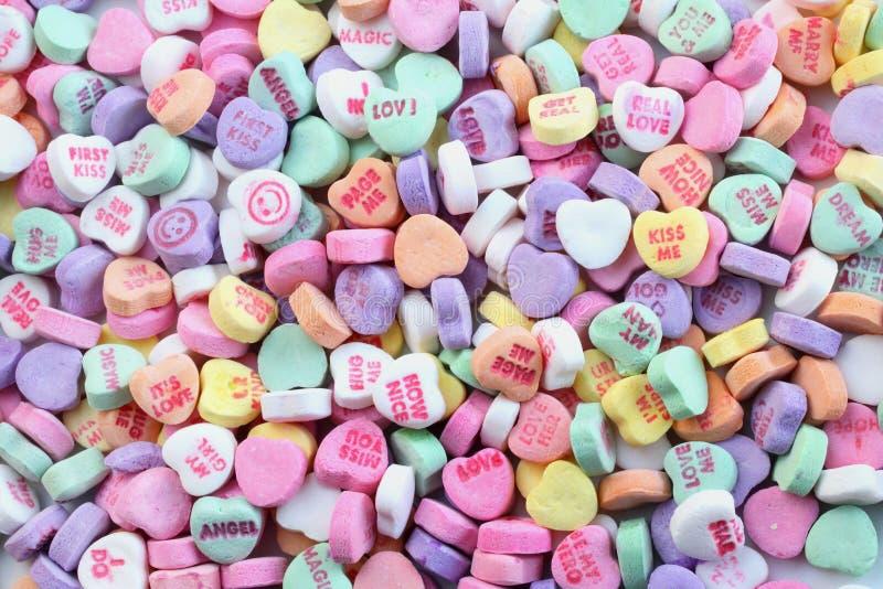 Corazones del caramelo del día de tarjetas del día de San Valentín imagenes de archivo