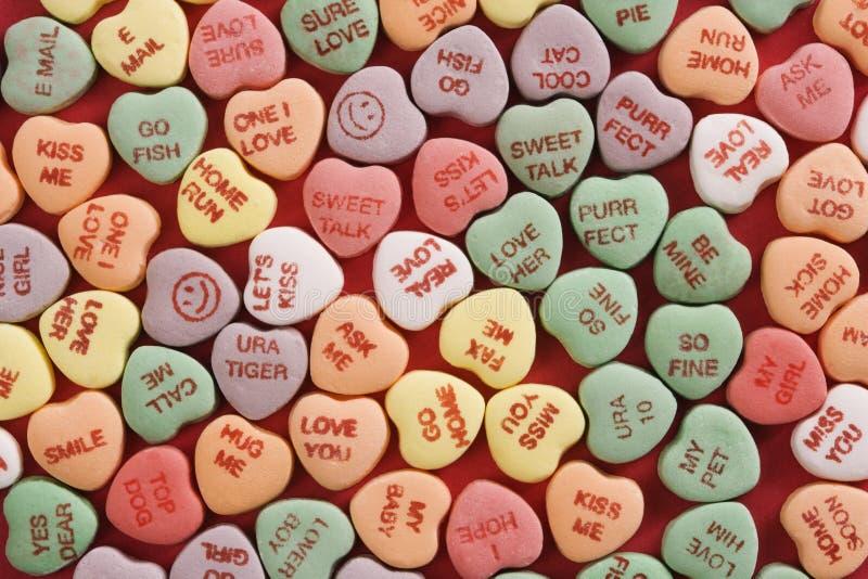 Corazones del caramelo en rojo. foto de archivo