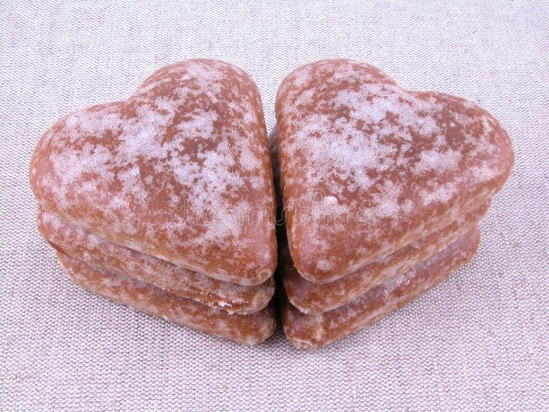 Corazones del pan de jengibre imagen de archivo