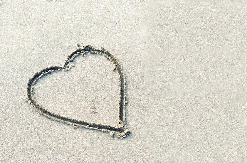 Corazones dibujados en la arena fotografía de archivo