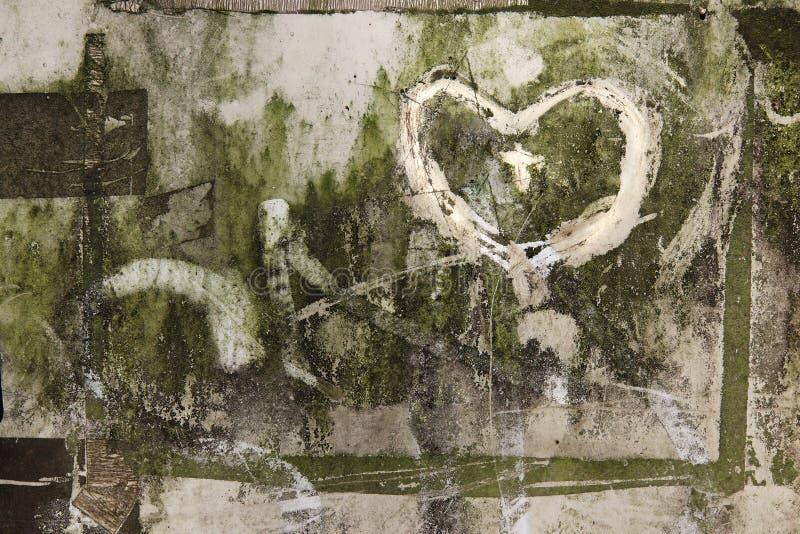 Corazones garabateados en una superficie muy sucia foto de archivo libre de regalías