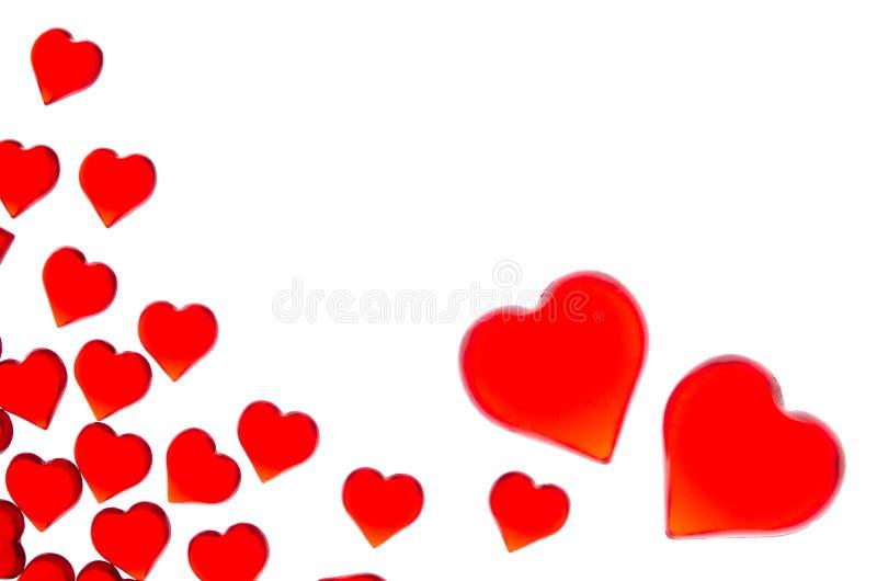 Corazones rojos brillantes en un fondo rayado Para utilizar día del ` s de la tarjeta del día de San Valentín, bodas, día interna fotografía de archivo libre de regalías