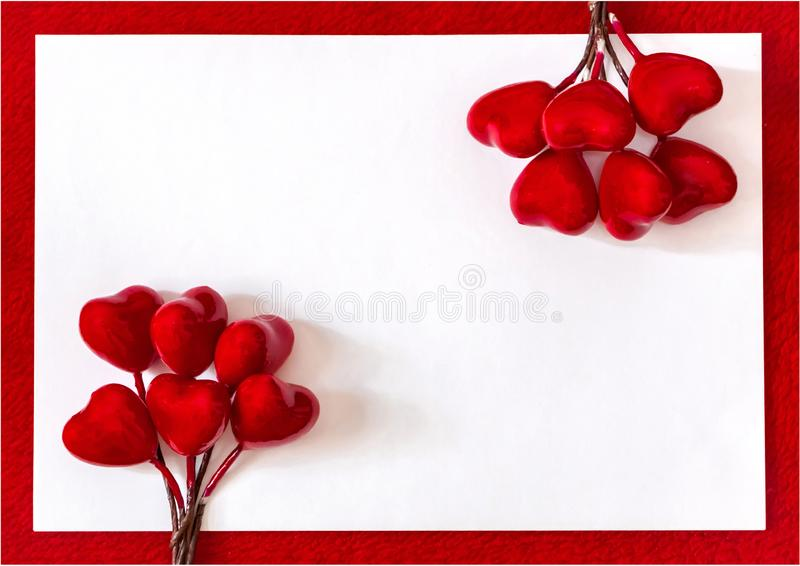 Corazones rojos para el amor y el fondo de las tarjetas del día de San Valentín imagen de archivo