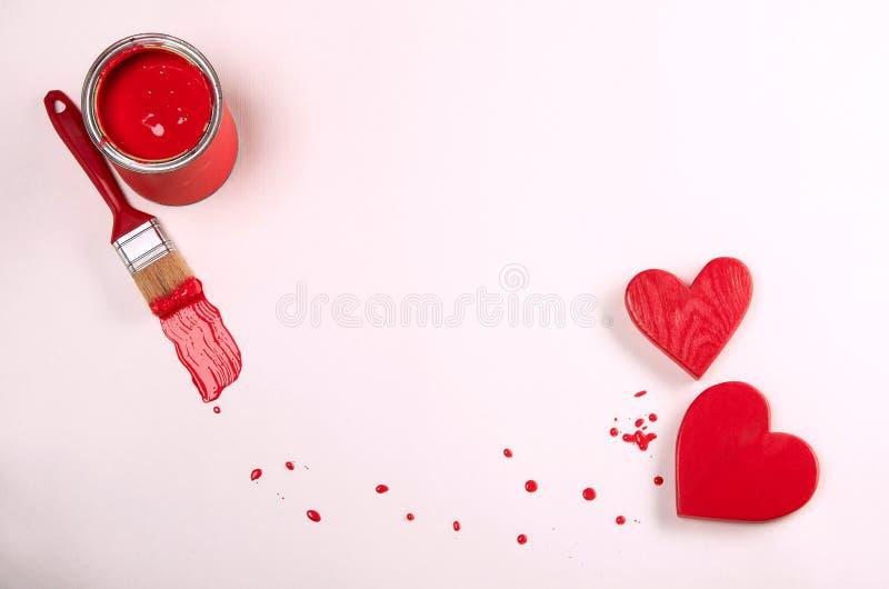 Corazones y pintura rojos Mensaje del día de tarjetas del día de San Valentín imagen de archivo libre de regalías