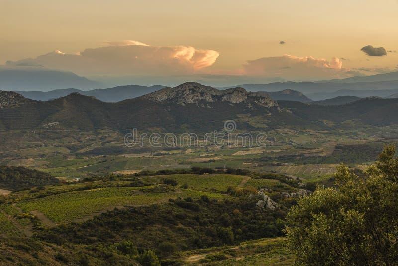 Corbieres berg, Frankrike fotografering för bildbyråer