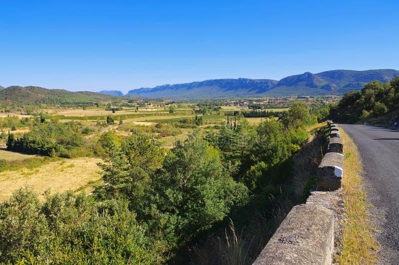 Corbieres, landsbygdslandskapet i södra Frankrike royaltyfri bild