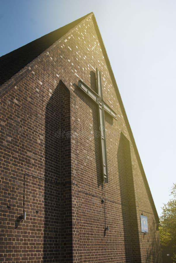Corby,英国- 2018年9月, 01日:有砖墙的老中世纪英国教会 库存图片