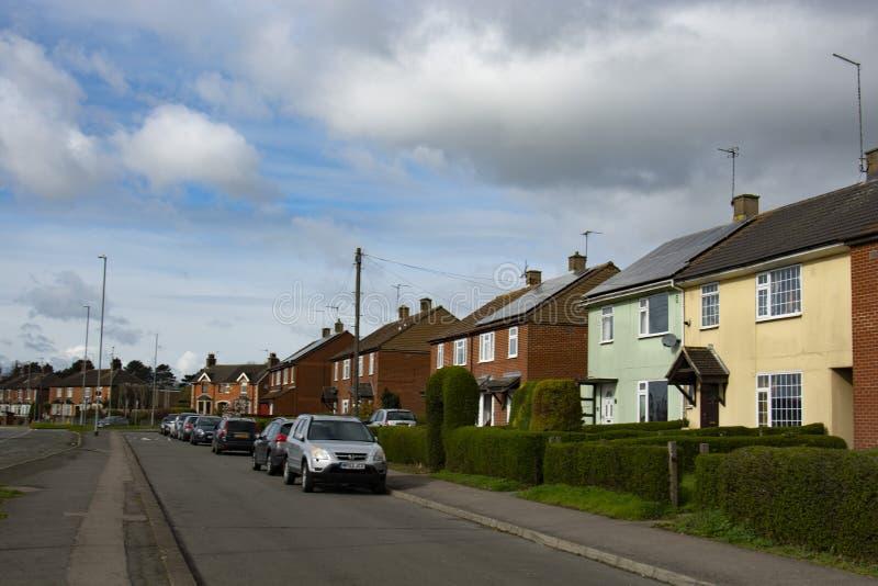 Corby, Ηνωμένο Βασίλειο - 19 Μαρτίου 2019 r Υπαίθρια άποψη οδών Όμορφα παλαιά σπίτια στοκ εικόνα με δικαίωμα ελεύθερης χρήσης