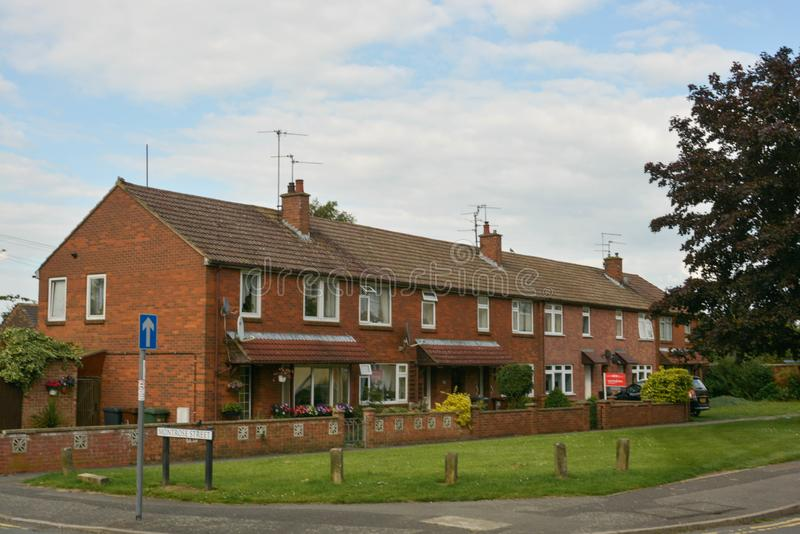 Corby, U K , El 20 de junio de 2019 - casa inglesa típica de la calle S imagenes de archivo