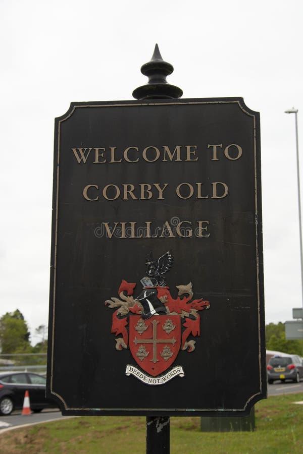 Corby, U K, o 28 de abril de 2019 - boa vinda a Corby, U Sinal de K, sinal da vila imagens de stock