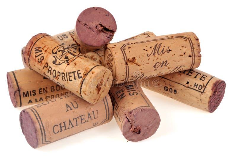 Corchos de la botella de vino en el fondo blanco fotografía de archivo libre de regalías