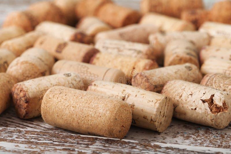 Corchos del vino como fondo, foco selectivo foto de archivo libre de regalías