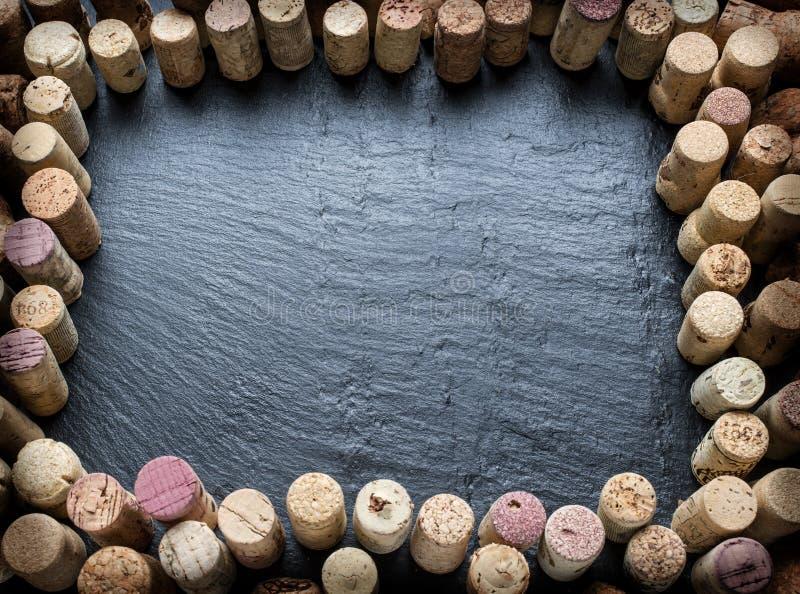 Corchos del vino dispuestos como marco imagen de archivo libre de regalías