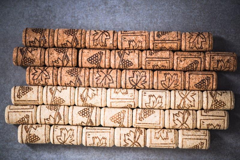 Corchos naturales del vino, fondo del invernadero imagen de archivo libre de regalías