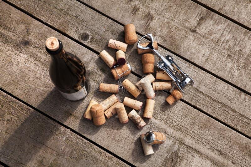 Corchos y sacacorchos del vino imágenes de archivo libres de regalías