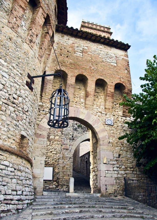 Corciano. Türeingang zum alten Dorf lizenzfreies stockfoto
