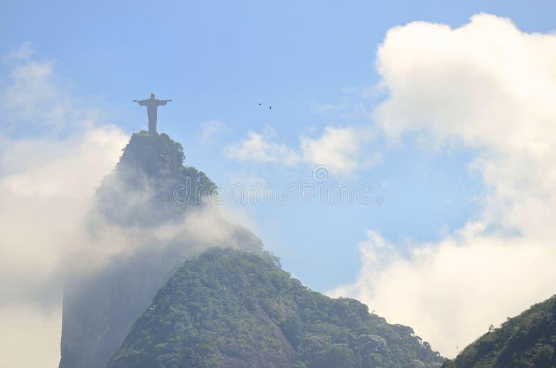 Corcovado-Berg Christus der Erlöser Rio mit Wolken stockbild