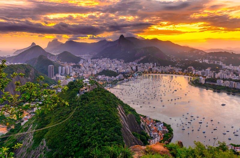 Corcovado, Botafogo och Guanabara fjärd i Rio de Janeiro _ arkivfoto