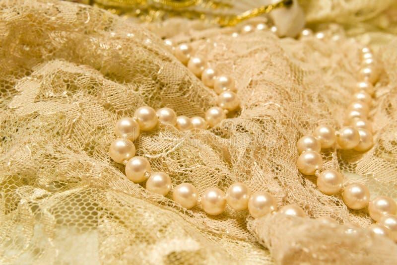 Cordón y perlas foto de archivo