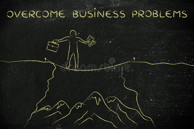 A corda apertada do homem de negócios que anda sobre um penhasco, supera problemas imagem de stock royalty free
