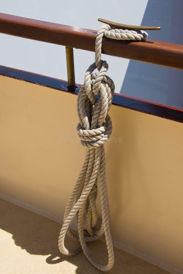 Corda, cuidado da corda e manutenção náuticos, armazenamento da corda, quadrado afastado imagens de stock royalty free