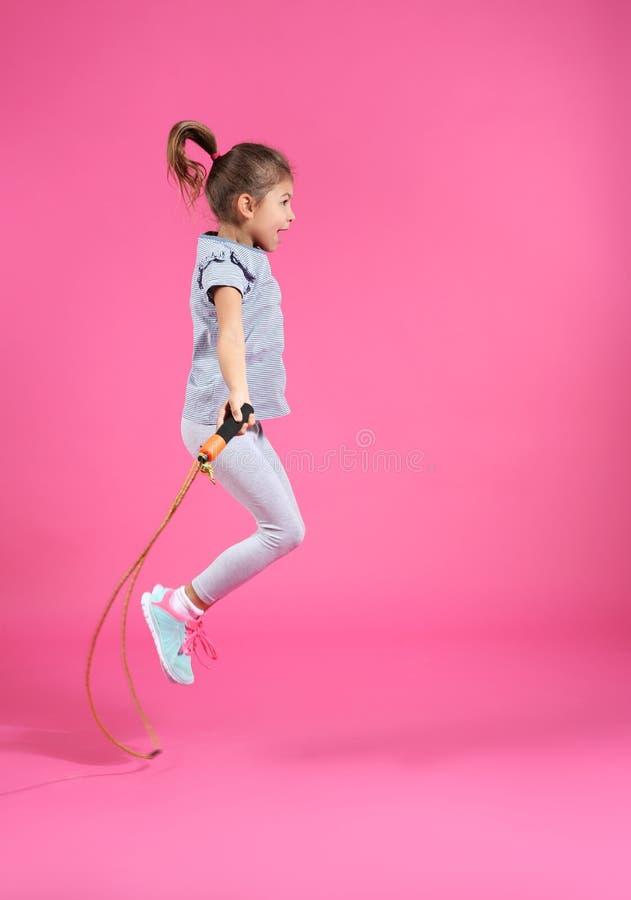 Corda de salto ativa da menina fotografia de stock royalty free