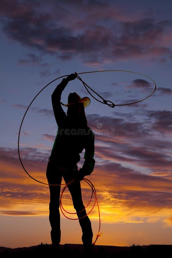Corda occidentale di rotazione della donna della siluetta fotografie stock libere da diritti