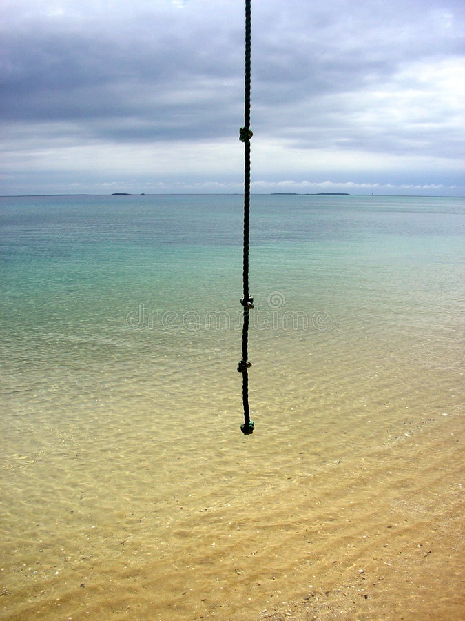 Corda sulla spiaggia delle tenaglie a distanza immagini stock libere da diritti