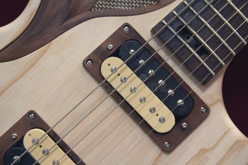 Cordas e o pescoço de uma guitarra elétrica fotografia de stock royalty free