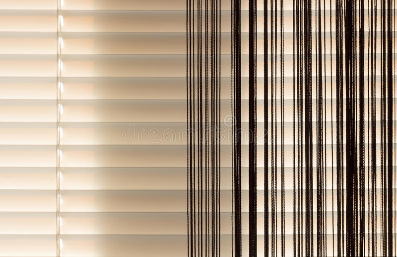 Corde d'abat-jour et de rideaux de beige photos libres de droits